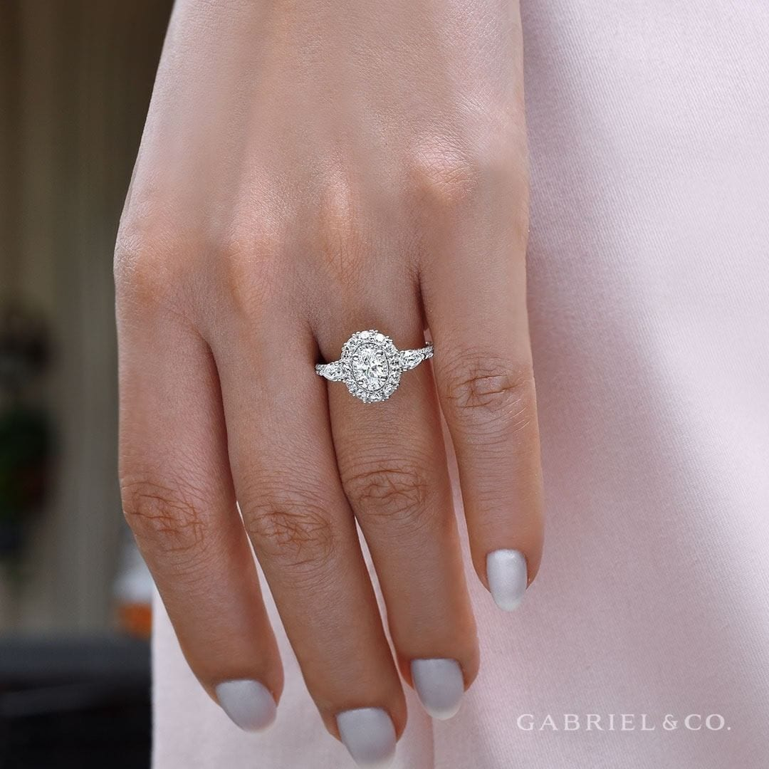 How Do You Create a Custom Engagement Ring?